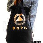 pouch bahan kanvas hitam sablon gold Q3707