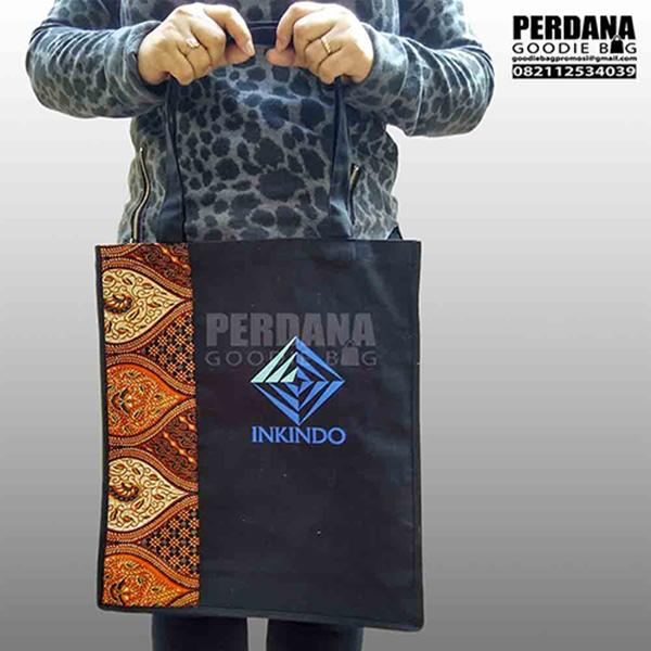 tas promosi kanvas kombinasi batik dan sablon Q3312