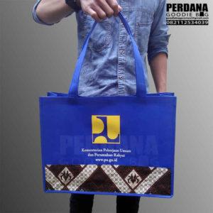 Q3072 jual tas spunbond kombinasi batik murah perdana