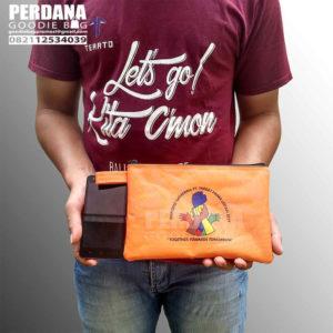 Q3082 tas dompet pouch bahan dinier