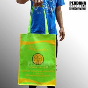 souvenir tas wisuda muhammadiyah D300 Q3307