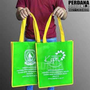 tas promosi murah bahan spunbond hijau kepri Q3099