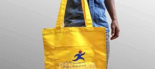 souvenir tas kain taslan dengan kombinasi kantong depan LPJK Q3627