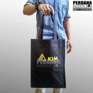goodie bag kain spunbond sablon KIM di Jakarta Utara Q3634