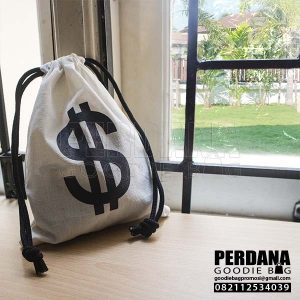 contoh pouch serut blacu dollar pasar minggu Q3790