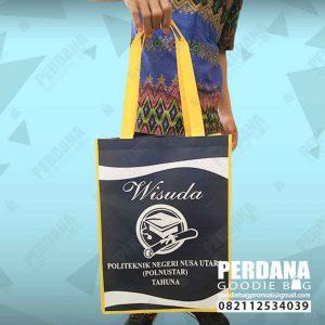 souvenir tas jinjing spunbond untuk wisuda di Manado by Perdana id4175