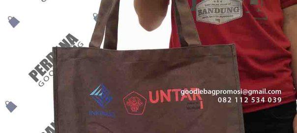 contoh souvenir tas kampus dengan kombinasi batik by perdana id4430