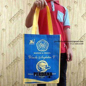 contoh tas souvenir wisuda kombinasi warna di Aceh id4891