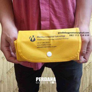 contoh tas lipat souvenir bahan spunbond by Perdana Goodie Bag id5120