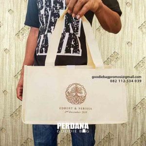Tas Goodie Bag Bahan Spunbond Desain Sablon